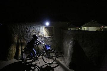 Cậu bé đạp xe thục mạng tưởng bị bắt cóc và cái kết 'ấm lòng'