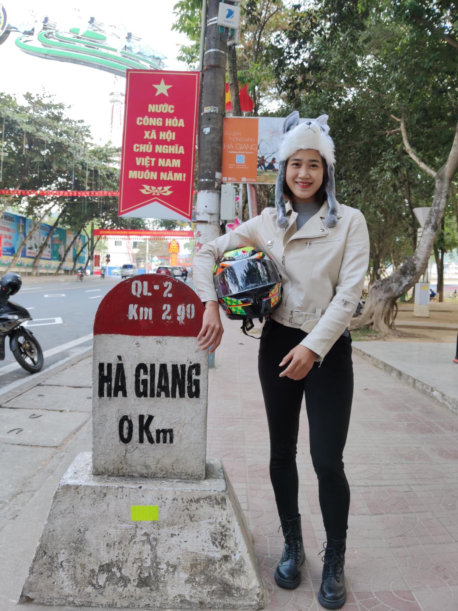 Cô gái xinh đẹp chạy xe máy 'phượt' Hà Giang một mình, ít ai dám làm theo
