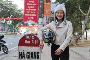 """Cô gái xinh đẹp chạy xe máy """"phượt"""" Hà Giang một mình, ít ai dám làm theo"""