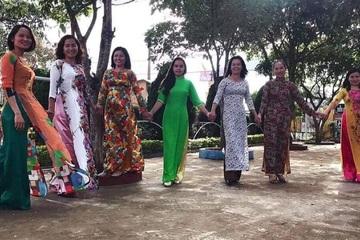 Gom hàng nghìn áo dài tặng cô giáo miền Trung