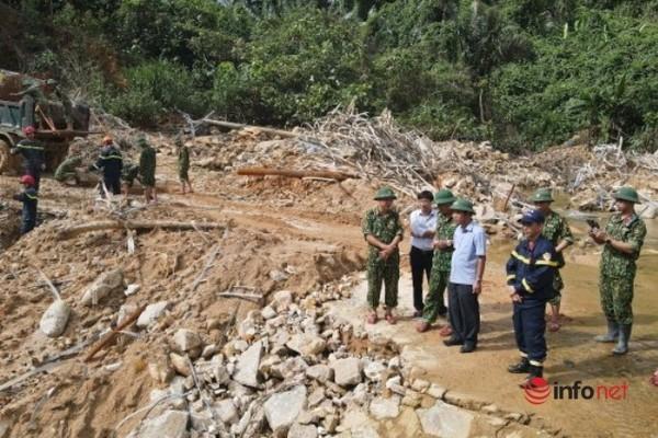Huế: Thi công dòng chảy nhân tạo, ngăn sông Rào Trăng tìm kiếm 12 công nhân còn mất tích