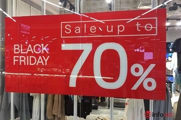 'Bão' giảm giá tràn ngập tại các trung tâm thương mại dịp Black Friday