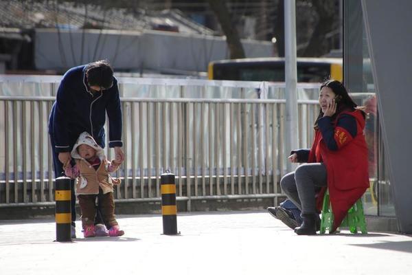 Trung Quốc làm gì để khuyến khích người dân sinh thêm con?