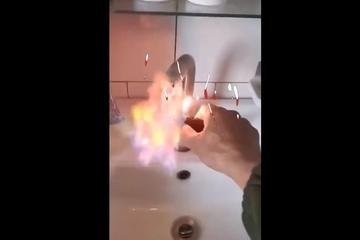 Trung Quốc: Nước máy bốc cháy phừng phừng khi để bật lửa lại gần