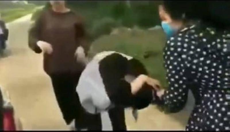 Nhà trường làm rõ nguyên nhân vụ nữ sinh đánh bạn túi bụi bằng mũ bảo hiểm