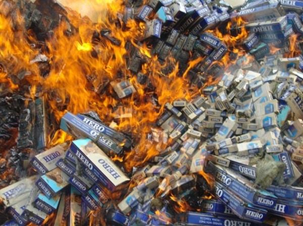 Long An tiêu hủy gần 90.000 gói thuốc lá ngoại nhập lậu