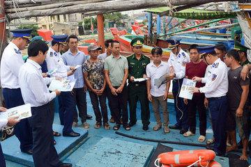 Hơn 15.000 lượt ngư dân từ Quảng Ninh tới Quảng Trị được tuyên truyền pháp luật