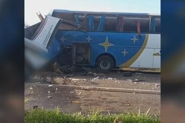 Hiện trường kinh hoàng xe tải đối đầu xe buýt ở Brazil, 51 người thương vong