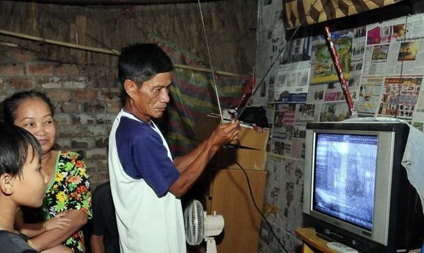 Đắk Lắk hỗ trợ đầu thu truyền hình số vệ tinh cho các hộ nghèo, hộ cận nghèo