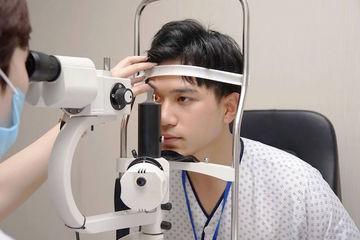 Khám mắt ở cửa hàng kính 'biến' trẻ viễn thị thành cận thị, bác sĩ chuyên khoa mắt giật mình