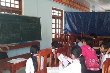 """Lớp học """"dã chiến"""" của thầy trò vùng lũ Quảng Nam"""