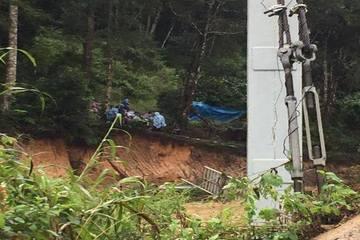 Lâm Đồng: Lũ bất ngờ ập về, 4 du khách bị cuốn trôi cùng cầu treo, 2 người may mắn thoát nạn