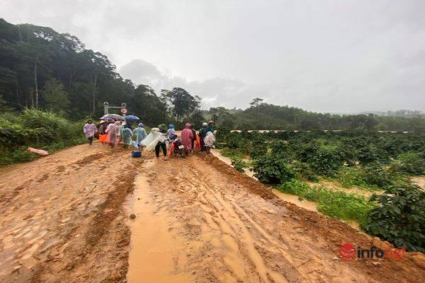 Lâm Đồng: Vẫn chưa tìm thấy 2 nữ du khách bị lũ cuốn mất tích