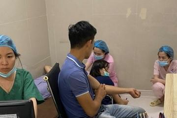 Bác sĩ mổ, hiến máu cứu sản phụ đờ tử cung