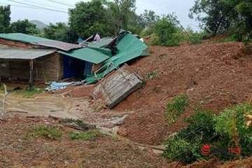 Đắk Lắk: Hiện trường hàng ngàn m3 đất sạt lở gây đổ nhà dân