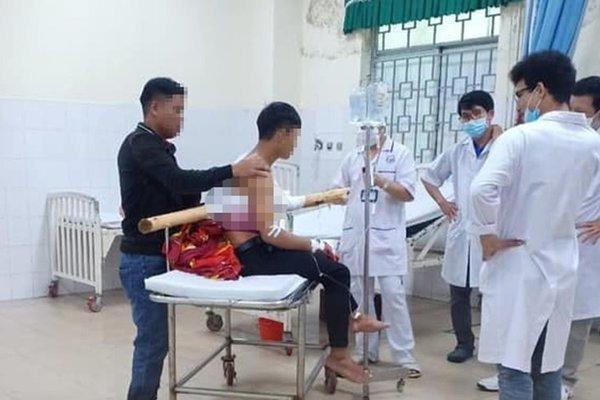 Quảng Ngãi: Thiếu niên 16 tuổi bị cây keo đâm xuyên người