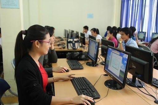 Không bắt buộc giáo viên phải có chứng chỉ tin học, ngoại ngữ nữa