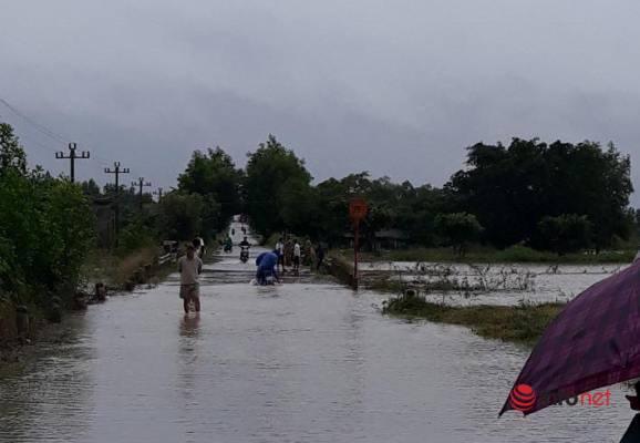 Đắk Lắk: Xã vùng sâu Vụ Bổn ngập sâu, khẩn trương di dời dân trong đêm