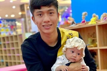 """""""Anh chồng quốc dân"""" Phan Văn Đức bị vợ trừ 2 điểm vì ham chơi game"""