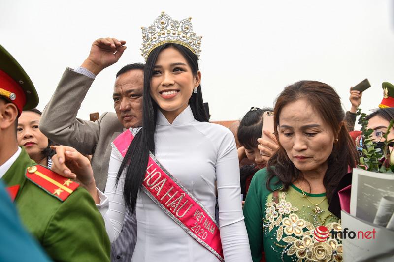 Quê nhà chào đón tân Hoa hậu Việt Nam 2020 Đỗ Thị Hà