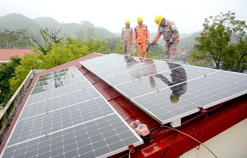Tuyên Quang: Huyện Sơn Dương có 32 khách hàng sử dụng điện năng lượng mặt trời áp mái