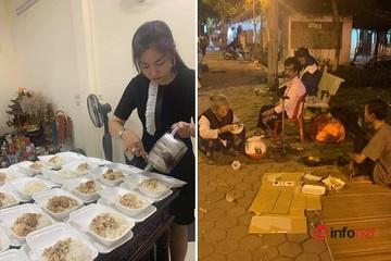 """Người phụ nữ """"giấu mặt"""" hơn 10 năm phát cơm cho người vô gia cư ở Hà Nội"""