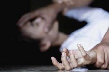Khởi tố nam thanh niên khống chế cô gái 21 tuổi, hiếp dâm trong quán karaoke