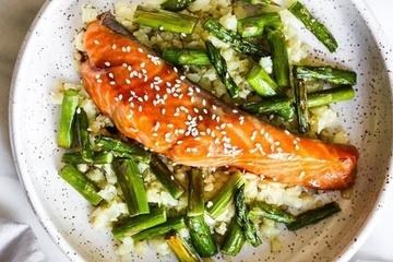 Công thức làm cá hồi nướng măng tây đơn giản, bổ dưỡng