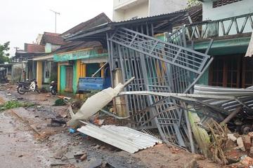 Quảng Nam: Xe container mất lái tông 7 nhà dân