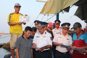 Cảnh sát biển tuyên truyền pháp luật cho học sinh