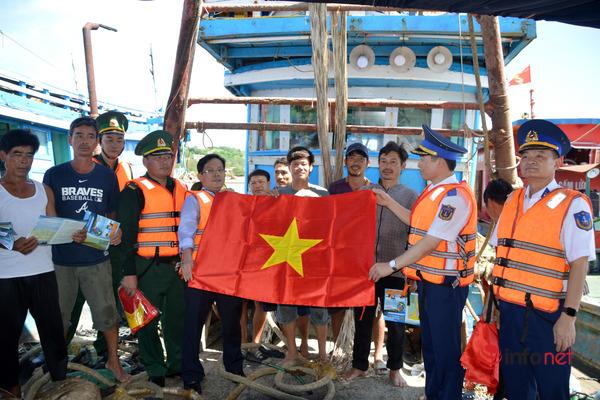 Tuyên truyền luật Cảnh sát biển ở Phú Quốc