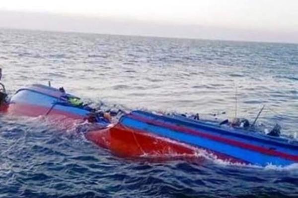 Bốn anh em gặp nạn chìm thuyền đánh cá, 2 người chết và mất tích