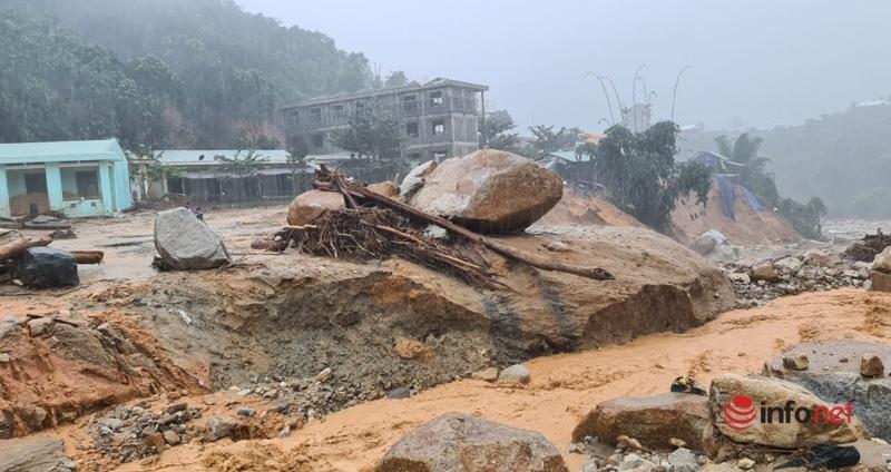 Quảng Nam ban hành tình huống khẩn cấp do sạt lở đường ở 2 xã cô lập