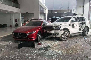 """Nữ tài xế tông chết người, vỡ showroom ô tô: Xử sao người """"đạp nhầm chân ga""""?"""