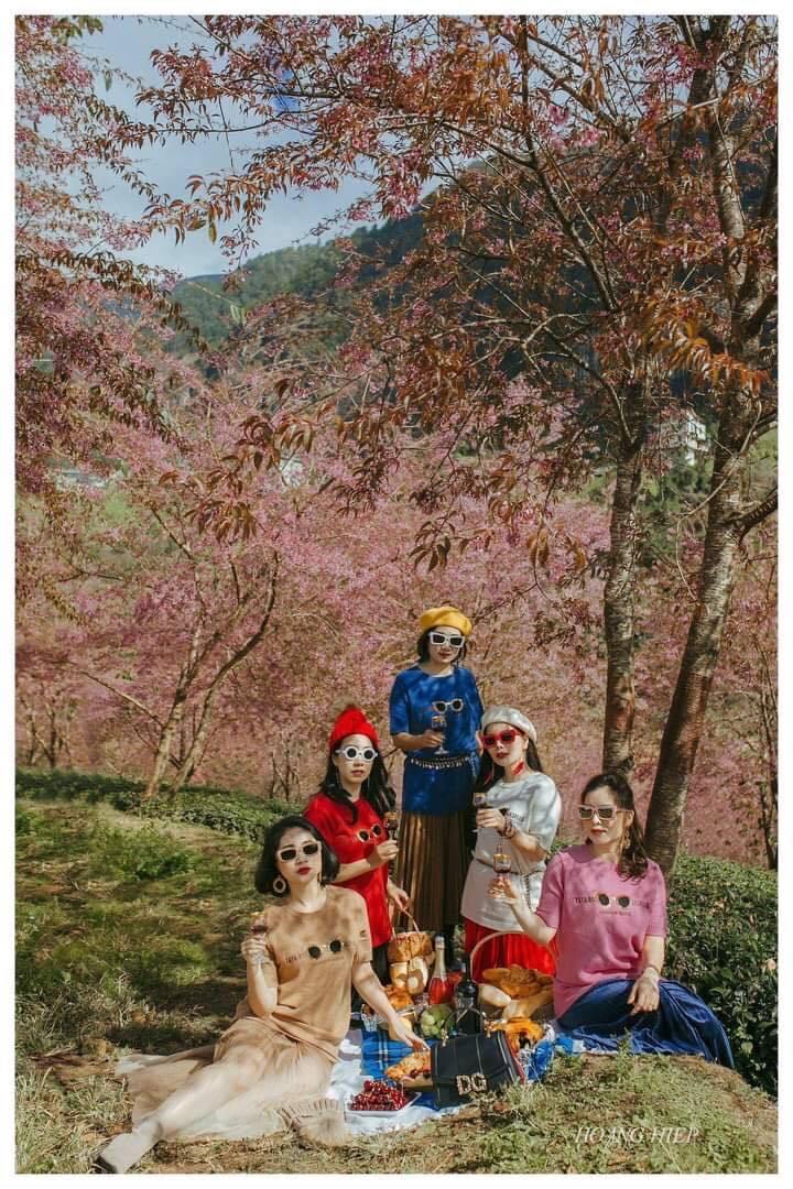 Bộ ảnh 5 cô bạn thân 'cực chất' khiến ai cũng nhớ những tháng năm rực rỡ