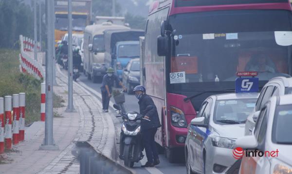 Xử phạt hàng loạt xe máy phớt lờ biển cấm, lao lên cầu cạn Mai Dịch – Nam Thăng Long