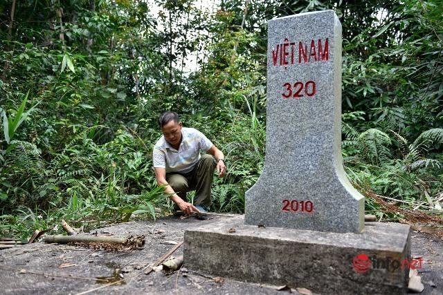 Người đàn ông Mông 24 năm vượt suối, băng rừng bảo vệ cột mốc biên giới