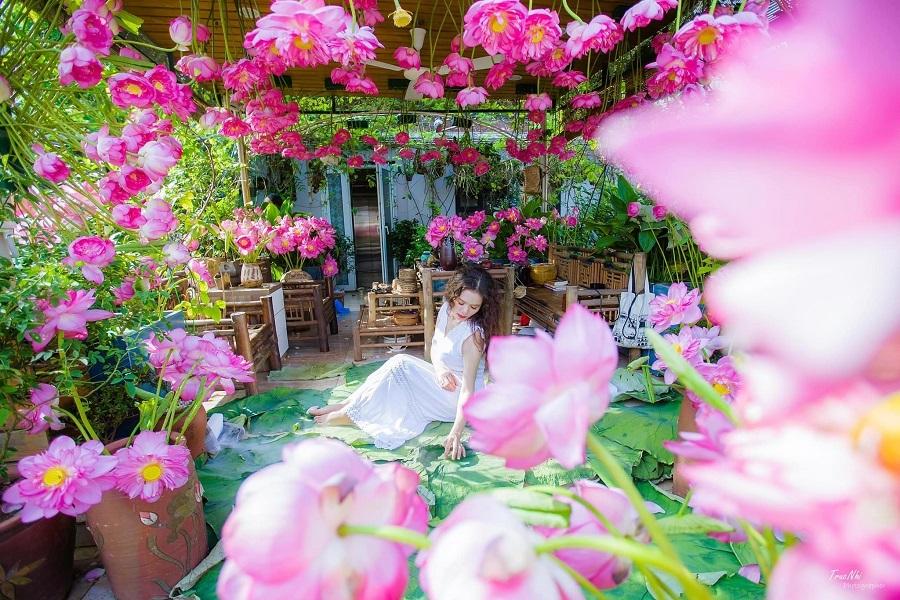 Trầm trồ trước các siêu phẩm cắm hoa trên sân thượng của cô gái Hà Nội