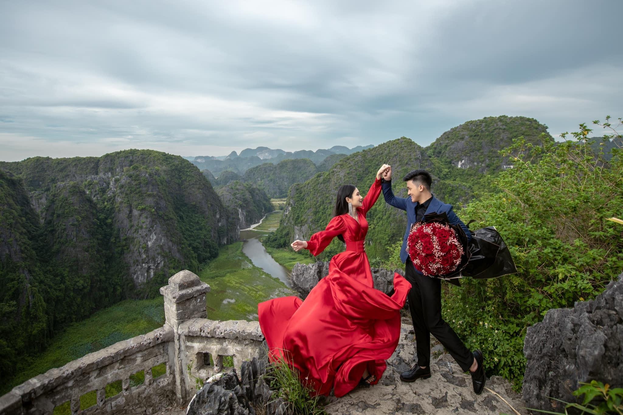Cặp đôi kỳ công chụp 20.000 ảnh cưới xuyên Việt