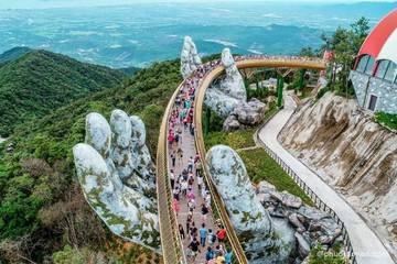 Khách du lịch dồn dập đến Đà Nẵng tháng cuối năm