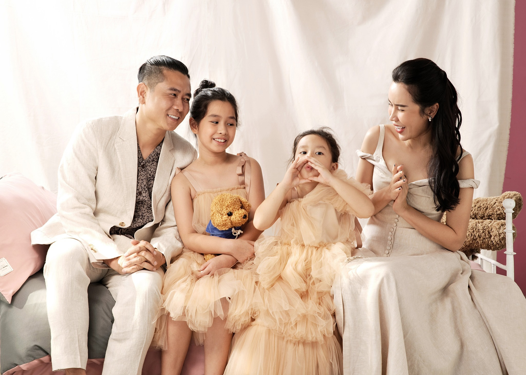 Lưu Hương Giang khoe ảnh con gái xinh xắn, Lã Thanh Huyền vào nhận ngay 'con dâu'