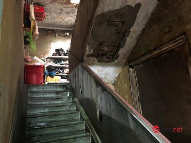 Sống nguy hiểm trong các khu tập thể mục nát giữa phố ở Đà Nẵng