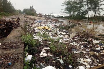 Nhiều chính sách giảm thiểu rác thải nhựa tại vùng biển Quảng Bình