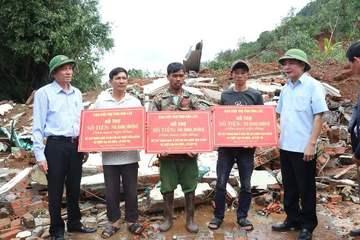 Đắk Lắk: Hỗ trợ những gia đình bị sập nhà do mưa lũ sớm ổn định cuộc sống