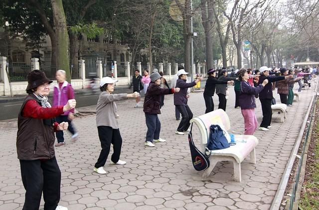 Trời lạnh, tập thể dục buổi sáng cần lưu ý nếu không muốn đi viện cấp cứu