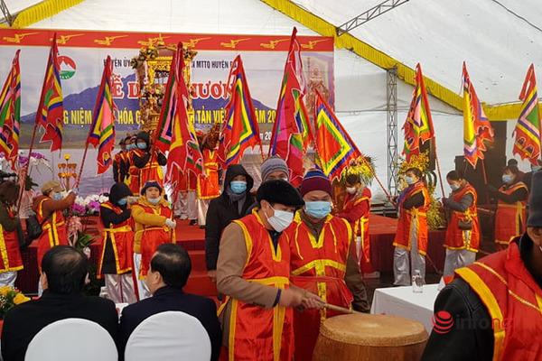 Ba Vì: Người dân nô nức đến dự lễ hóa Đức Thánh Tản Viên Sơn