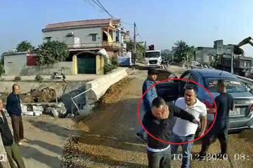 """Vụ hành hung, ném vỡ kính xe ở Thái Bình: Khởi tố 3 đàn em Cường """"Dụ"""""""