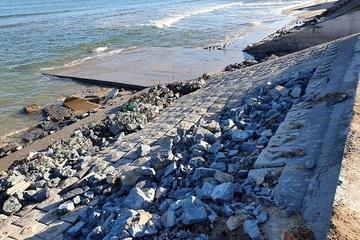 Quảng Bình: Huyện Quảng Trạch thiếu kinh phí khắc phục kè biển hư hỏng sau bão lũ