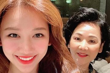 Hari Won liên tục đưa mẹ đi du lịch, chia sẻ những câu chuyện tan chảy