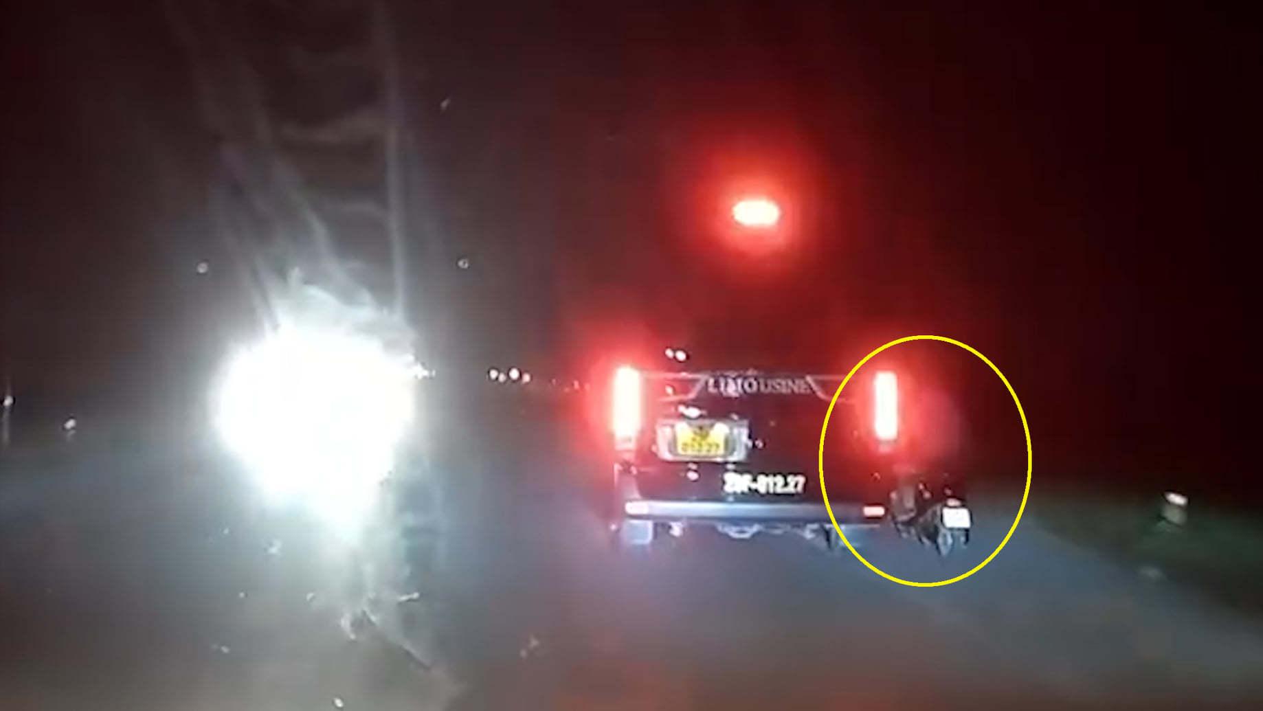Clip xe Limousine trả thù ép xe máy ngã văng vì bị tạt đầu, đáng sợ hơn cả là bình luận của người xem